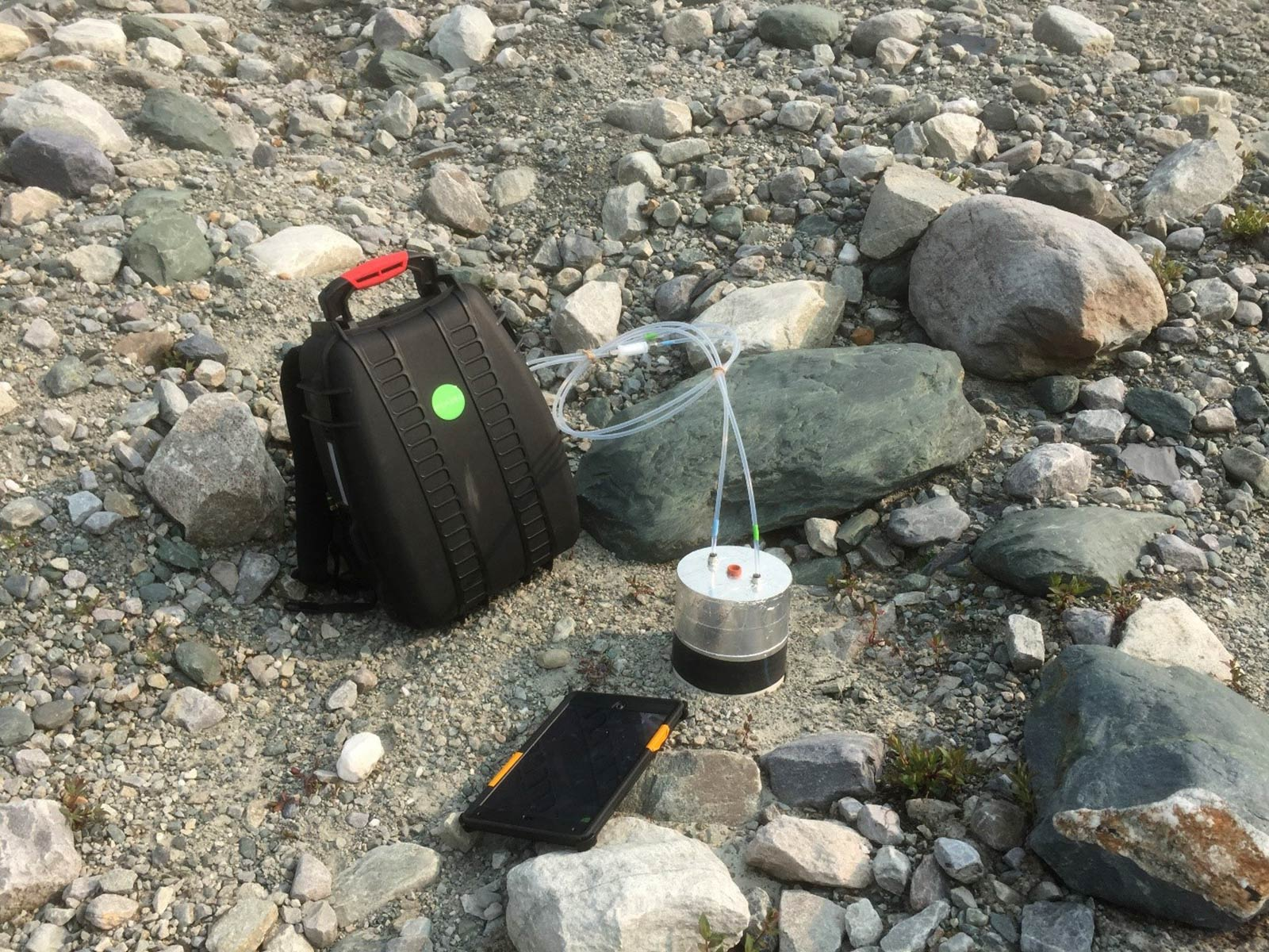 Measuring soil carbon fluxes in a remote north american for American soil